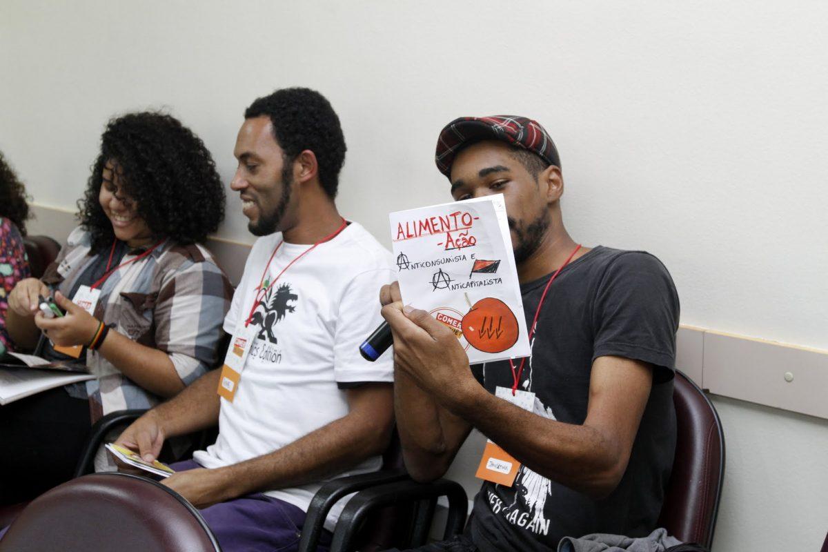 """""""Comer pra quê?""""  mobiliza juventudes em SP"""